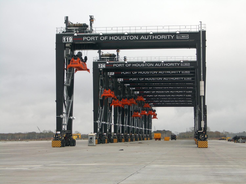 Краны для обработки контейнеров портовые краныКозловые контейнерные краны на пневмоколесном ходу RTG101