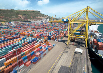 Причальные контейнерные краны-перегружатели. Кран перегружатель